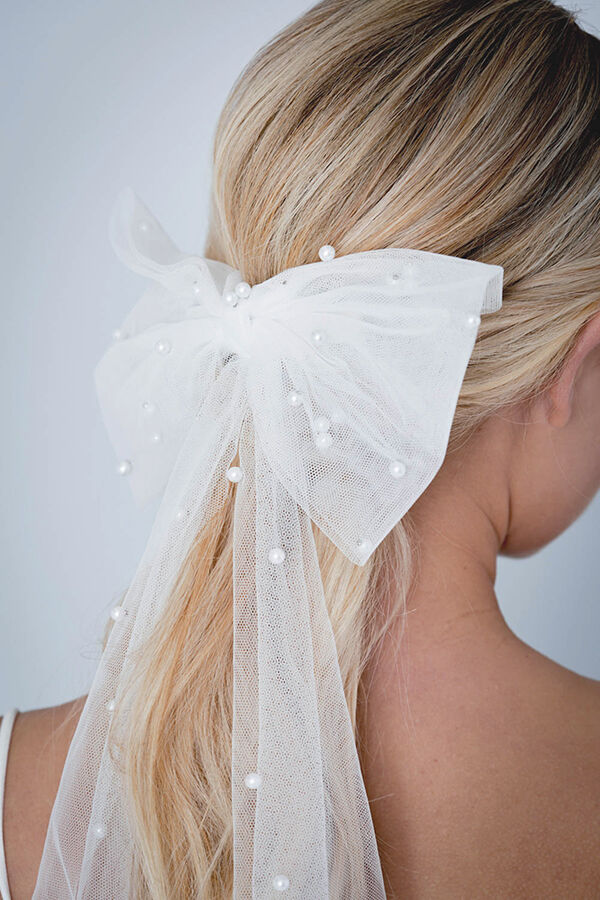 TULLE AND PEARL HAIR BOW